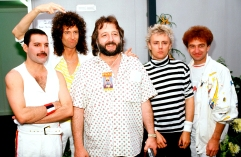 queen-with-tour-manager-gerry-stickells-1986