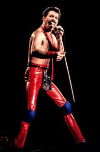 on stage in 1980 - Freddie Mercury